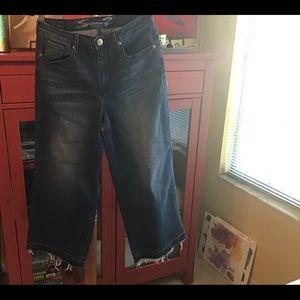 Crop. Wide leg jeans. Seven7